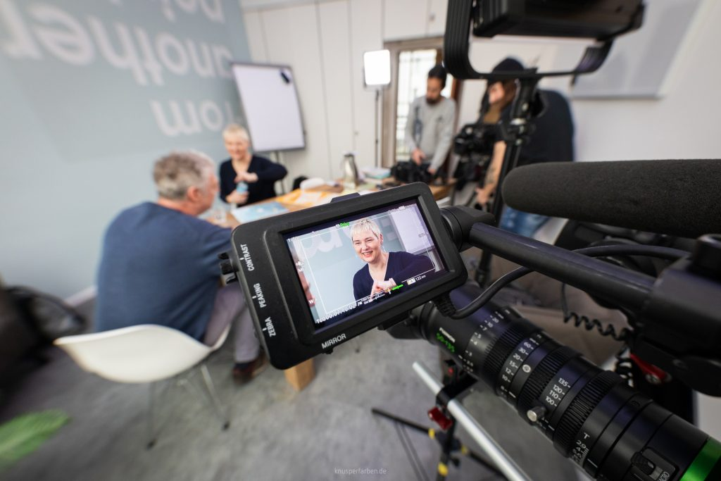 Expertin im TV bei Deutschen Welle.